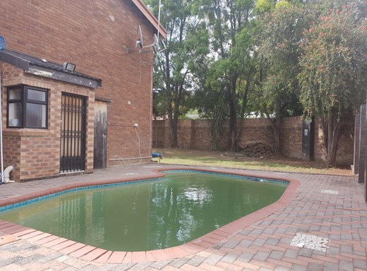 3 Bedroom Townhouse for Sale in Egerton