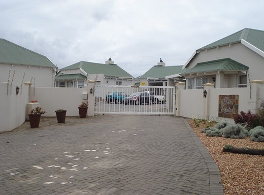 3 Bedroom Townhouse for Sale in C-Place