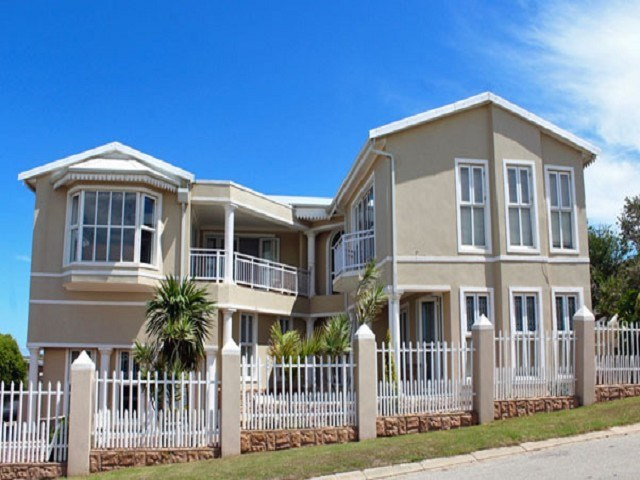 4 Bedroom House for Sale in Central Jeffreys Bay