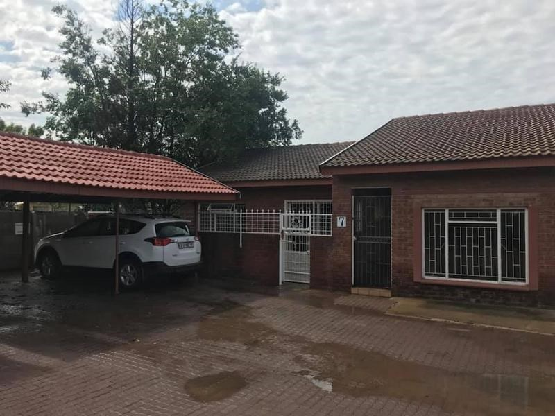 2 Bedroom Townhouse for Sale in Standerton