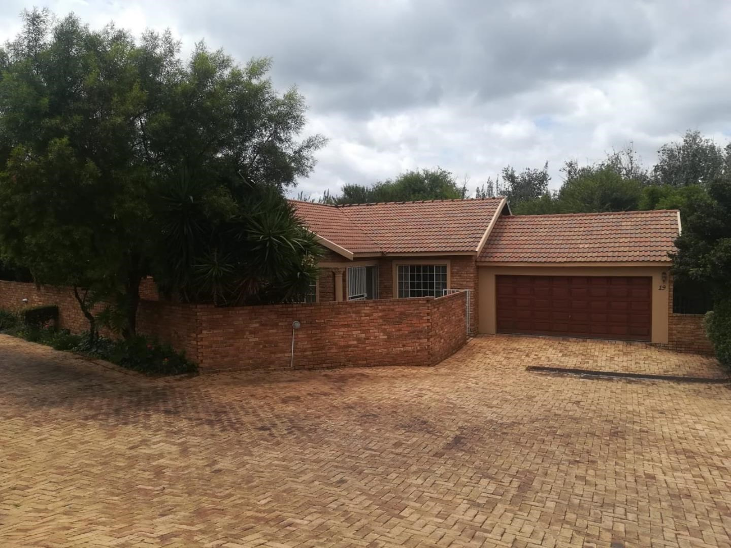 3 Bedroom House for Sale in Maroeladal