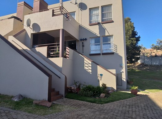 2 Bedroom Townhouse for Sale in Breaunanda