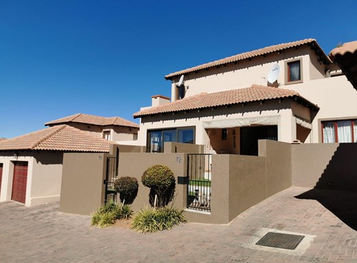 2 Bedroom Townhouse for Sale in Noordheuwel