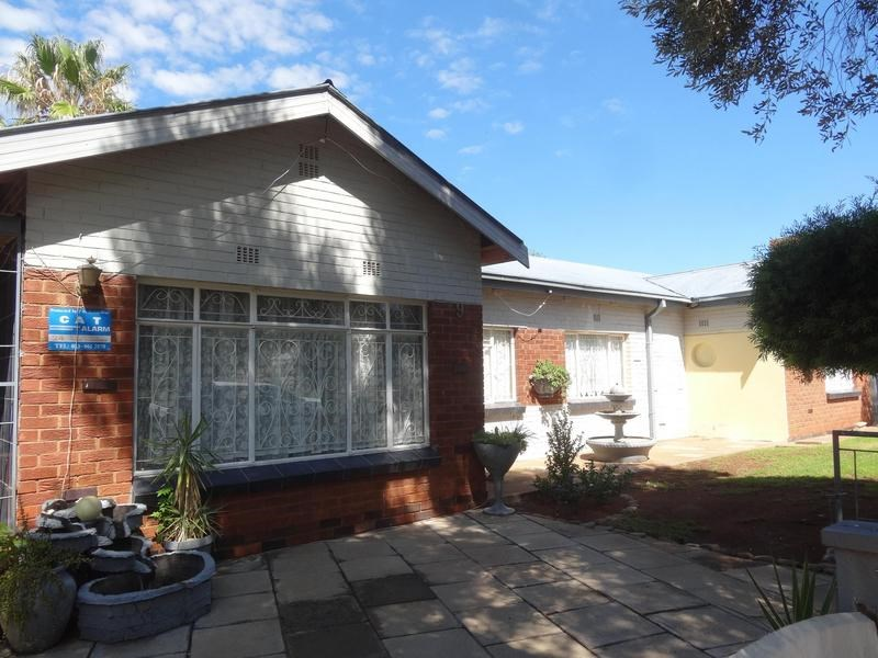 5 Bedroom House for Sale in Beaconsfield