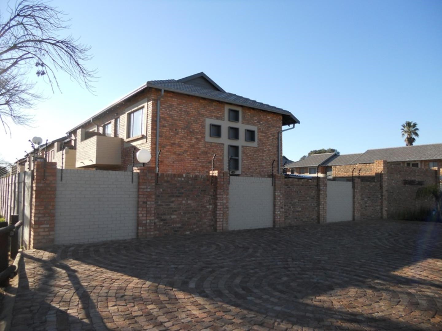 1 Bedroom Townhouse to Rent in Rietfontein