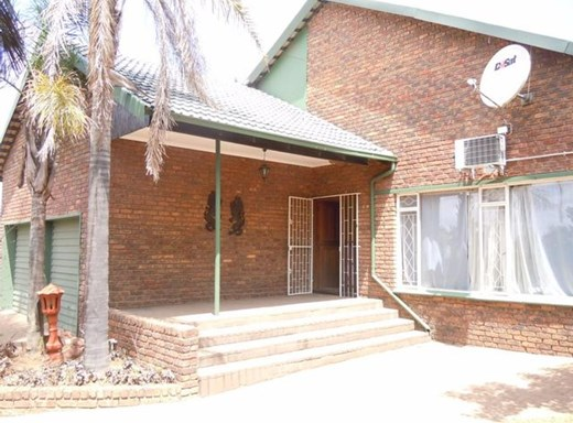 3 Bedroom House for Sale in Model Park
