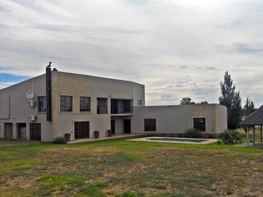5 Bedroom Farm for Sale in Roodewal