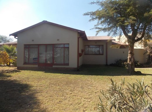 8 Bedroom House for Sale in Witbank