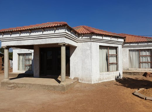 4 Bedroom House for Sale in Lethlabile