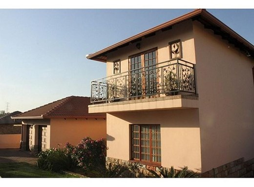 4 Bedroom House for Sale in Die Heuwel