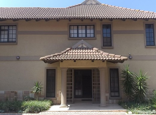 7 Bedroom House for Sale in Central Jeffreys Bay