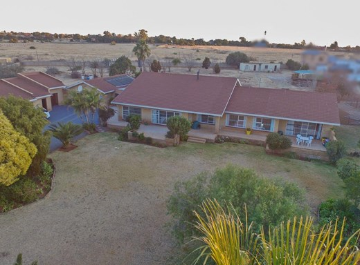 4 Bedroom Small Holding for Sale in Rayton
