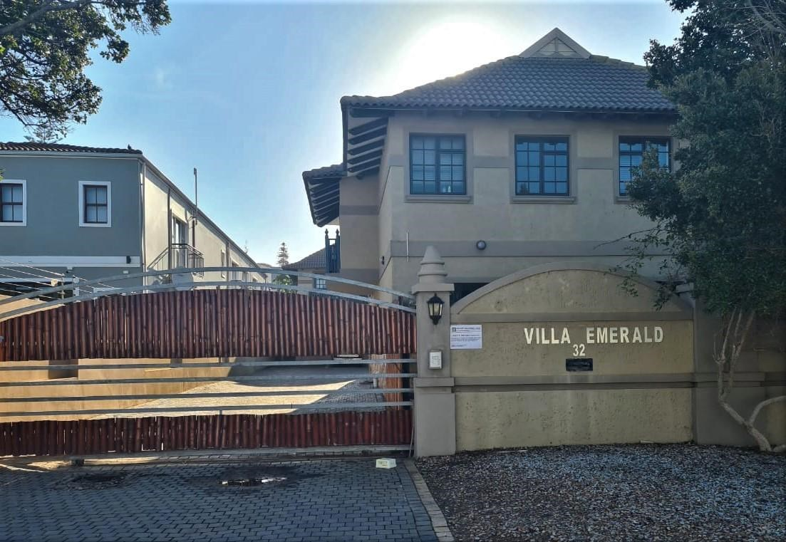2 Bedroom Apartment for Sale in Central Jeffreys Bay