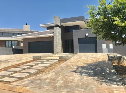 4 Bedroom House for Sale in Lombardy Estate