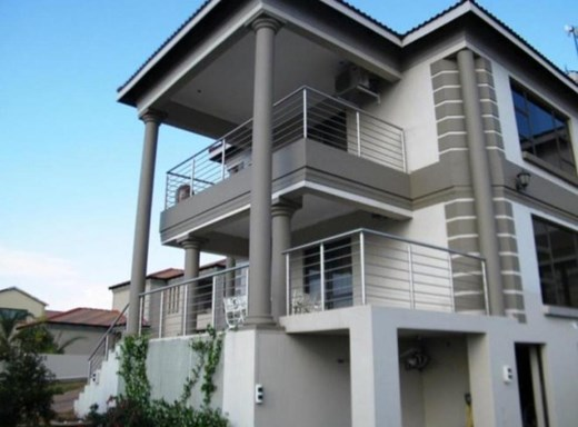 5 Bedroom House for Sale in Model Park