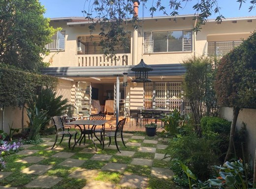 3 Bedroom Townhouse for Sale in Waterkloof Heights