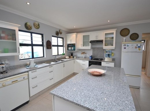 4 Bedroom Cluster for Sale in Sheffield Beach