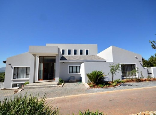 8 Bedroom House for Sale in Magalies Golf Estate