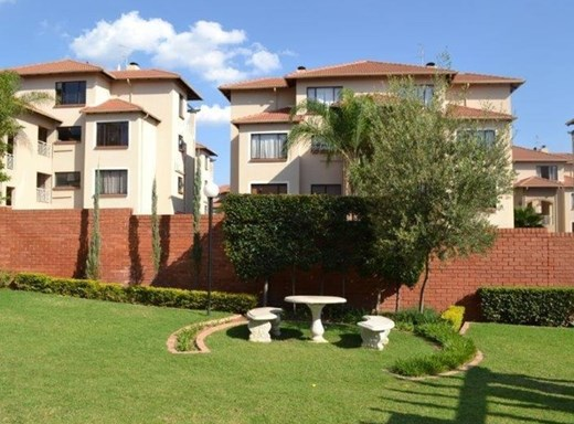 2 Bedroom Simplex to Rent in Sunninghill