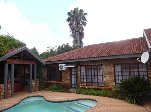 3 Bedroom House for Sale in Mooivallei Park