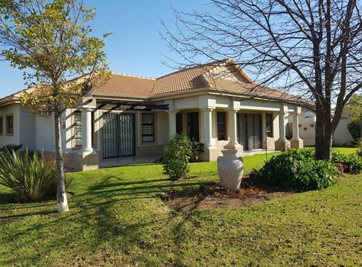 2 Bedroom House for Sale in Mooivallei Park