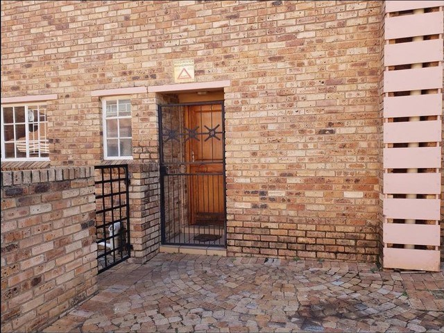 3 Bedroom Townhouse for Sale in Potchefstroom