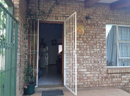 2 Bedroom Townhouse for Sale in Kannoniers Park