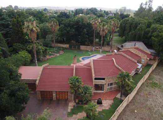 4 Bedroom House for Sale in Mooivallei Park