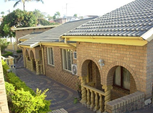 4 Bedroom House for Sale in Chatsworth