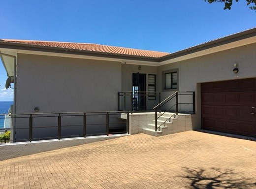 3 Bedroom Flat for Sale in Uvongo