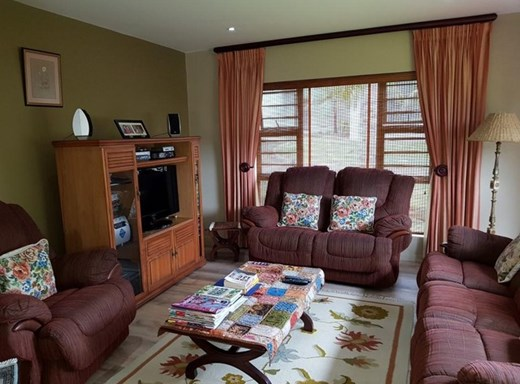 3 Bedroom Apartment for Sale in Uvongo