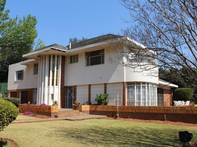 8 Bedroom House for Sale in Houghton Estate