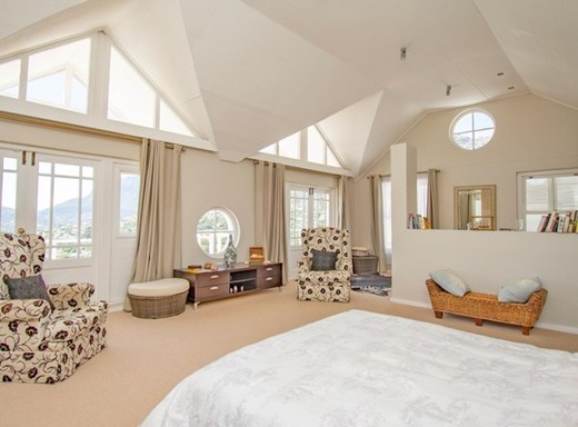 6 Bedroom House for Sale in Hout Bay
