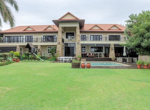 6 Bedroom House for Sale in La Lucia