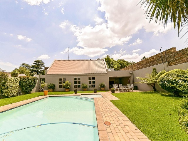 2 Bedroom Apartment to Rent in Elton Hill