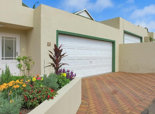 4 Bedroom Townhouse for Sale in Somerset Park