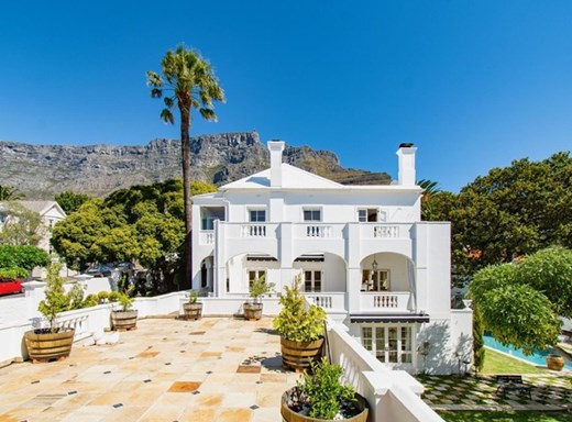 6 Bedroom House for Sale in Gardens