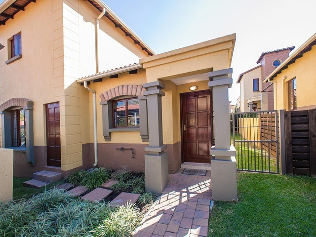 3 Bedroom Townhouse for Sale in Douglasdale