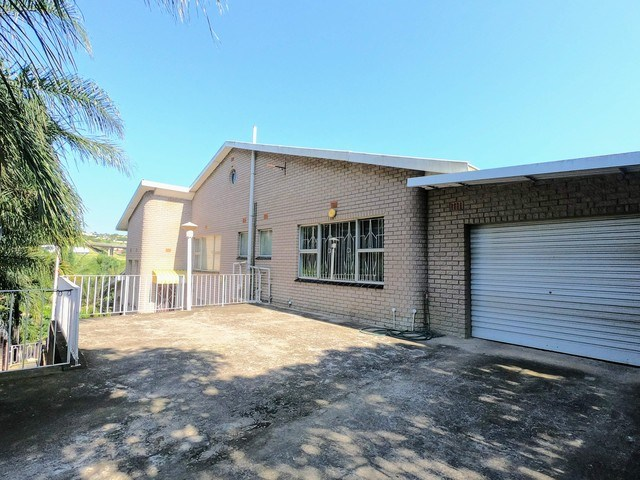 8 Bedroom House for Sale in Clare Estate