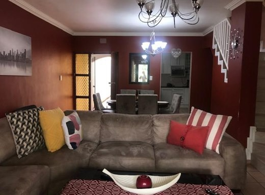 2 Bedroom Duplex to Rent in The Wolds