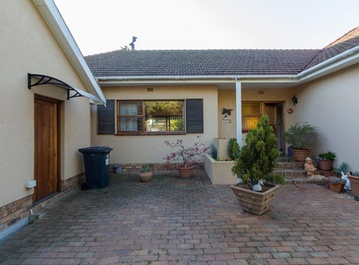 3 Bedroom House for Sale in Plumstead