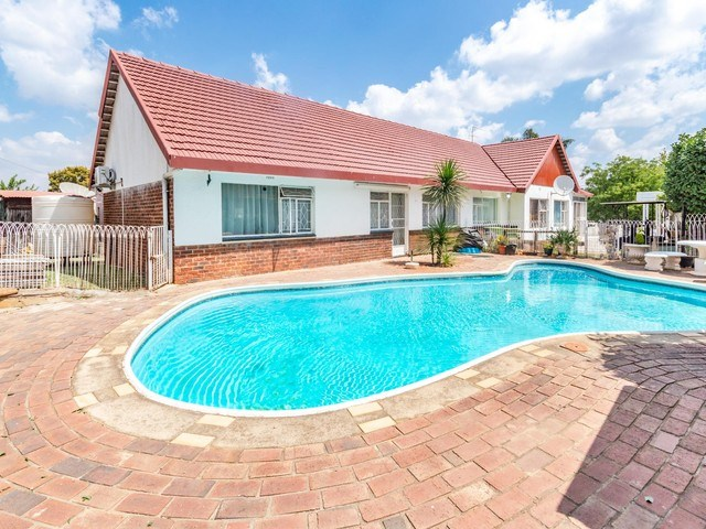4 Bedroom House for Sale in Dewetshof