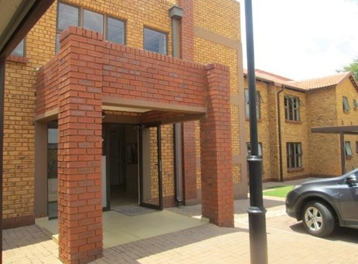 2 Bedroom Apartment for Sale in Willow Park Manor