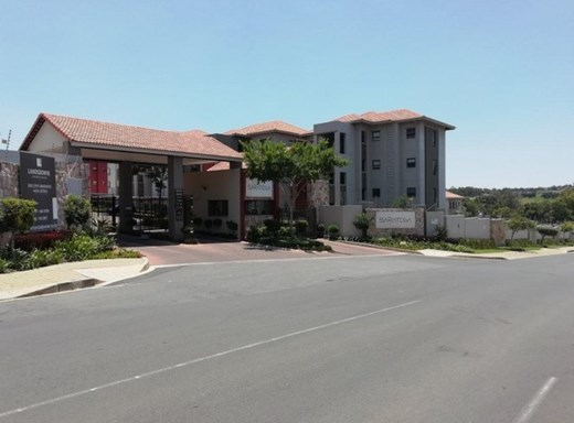 2 Bedroom Apartment to Rent in Lone Hill
