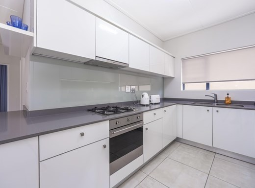 3 Bedroom Apartment for Sale in Waterfall