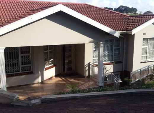 4 Bedroom House for Sale in Shallcross