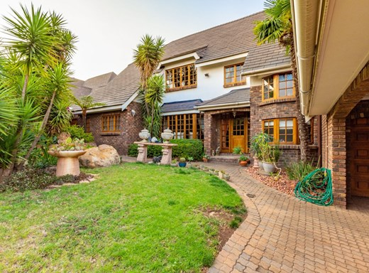 4 Bedroom House for Sale in Lone Hill