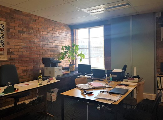 Office to Let in De Waterkant