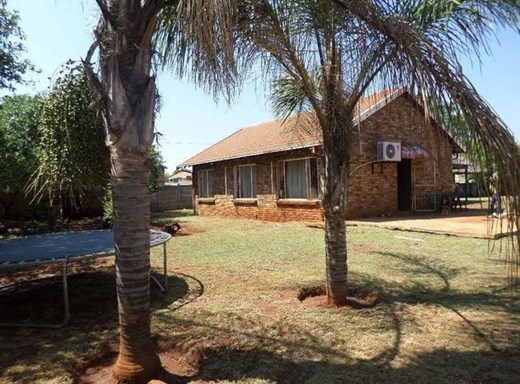 2 Bedroom House for Sale in Clarina