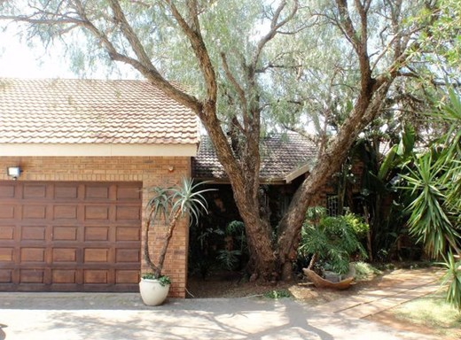 4 Bedroom House for Sale in Roodia